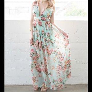 Wedding Party 💕💕 Low Cut Floral Maxi Dress